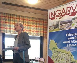 Yvonne från Ageris berättar om företaget på frukost på Ingarvet.